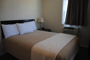 A bed or beds in a room at Shore Point Motel