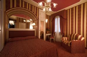 A bed or beds in a room at Hotel Alcyone