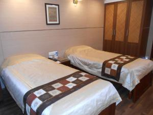 A bed or beds in a room at Brunton Heights Executive Suites