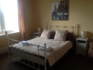 A bed or beds in a room at Portland House