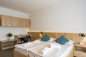 A room at Akadémia Hotel
