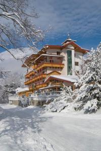 Huber Hotel Tramserhof during the winter