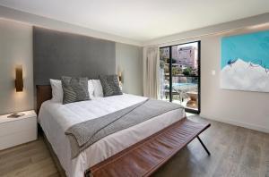 A room at La Jolla Cove Suites
