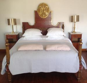 A bed or beds in a room at La Maison Carolane