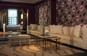 The lounge or bar area at Kimpton Hotel Monaco Philadelphia, an IHG hotel