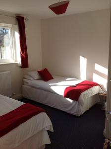 A bed or beds in a room at Miners Lodge