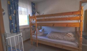 Ein Etagenbett oder Etagenbetten in einem Zimmer der Unterkunft Berggasthof zur Todtnauer Hütte