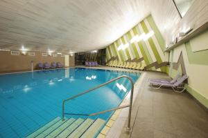 Der Swimmingpool an oder in der Nähe von Terme Olimia - Hotel Breza