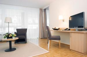 A television and/or entertainment centre at Residenz am Dom Boardinghouse Apartments