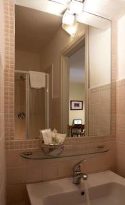 A bathroom at Albergo Orologio