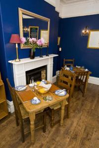 A restaurant or other place to eat at The Beckett Guest House