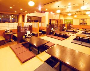 A restaurant or other place to eat at Resort Inn Fuyo Kawaguchiko Inter