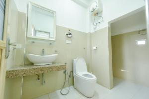 A bathroom at Andarawewa Nature Resort
