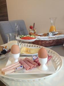 Breakfast options available to guests at Bed & Breakfast Villa Elisabeth