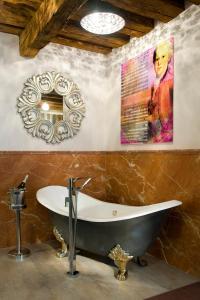 A bathroom at Boutiquehotel am Dom