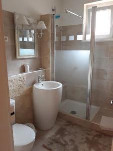 A bathroom at Hotel Saint Louis