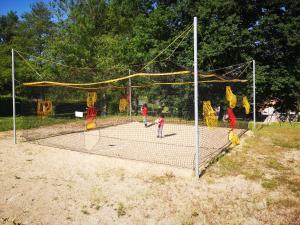 Aire de jeux pour enfants de l'établissement Camping Domaine de Mepillat