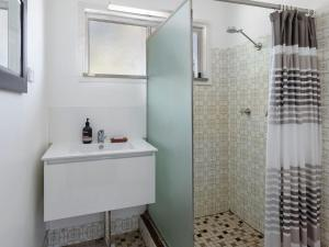 A bathroom at Enjoy the soothing sea breeze