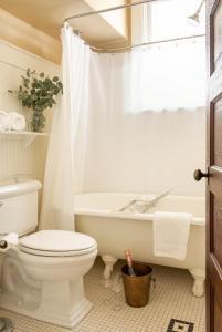A bathroom at The Sacajawea Hotel