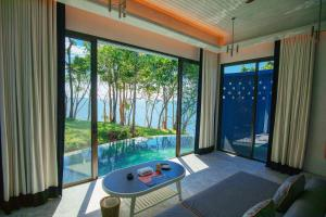 A view of the garden at Sri Panwa Phuket Luxury Pool Villa Hotel or nearby