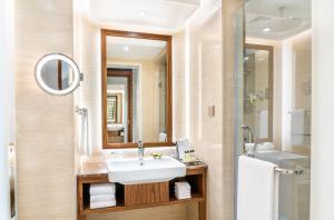 A bathroom at InterContinental Regency Bahrain