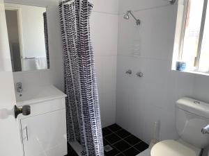 A bathroom at Baths Motel Moree