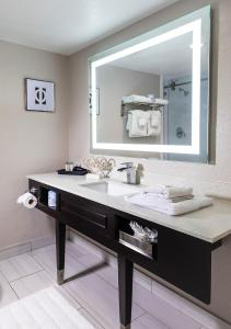 A bathroom at Palazzo Lakeside Hotel, a Magic Moment Hotel Collection
