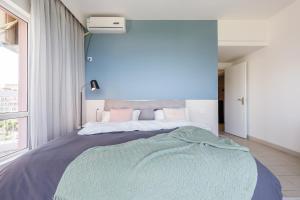 A room at Sanya Sun Seaview Apartment
