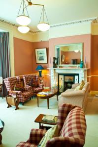 A seating area at Aberdeen Lodge