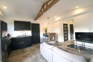 O lounge ou bar de SANDS Curaçao - Modern appartement met jacuzzi