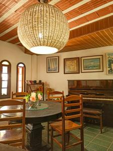 Um restaurante ou outro lugar para comer em Pousada Porto Praia