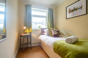 A room at Merriotts, by Tŷ SA - 3 Bed house with 2 private off road parking spaces - Great location