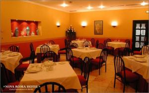A restaurant or other place to eat at Nova Roma