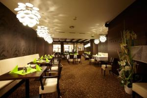 A restaurant or other place to eat at Hotel Sladovna