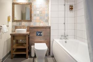 A bathroom at Abel Heywood Boutique Hotel