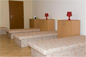 A seating area at Hyde Park Hostel