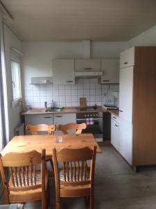 Küche/Küchenzeile in der Unterkunft 2-Zimmer Ferienwohnung im Anbau mit eigenem Eingang