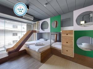 A bunk bed or bunk beds in a room at Arch39 Minimal Art & Craft