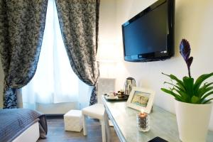A television and/or entertainment center at B&B Rome Key Home