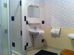 A bathroom at Hotel Gay Lussac