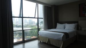 A bed or beds in a room at Avissa Suites