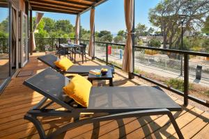 A porch or other outdoor area at Medora Orbis Mobile Homes & Glamping