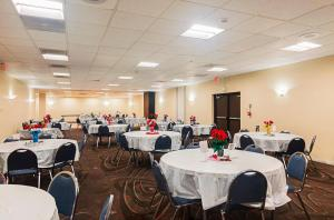 A restaurant or other place to eat at Red Roof Inn & Conference Center Lubbock