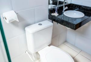 A bathroom at Hotel Metrópole Paulínia