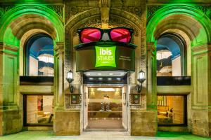 The facade or entrance of ibis Styles Manchester Portland