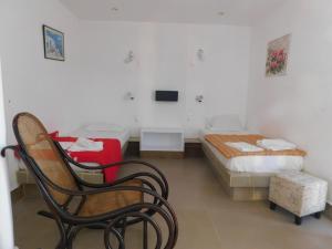 Ein Zimmer in der Unterkunft Perivolos Sandy Village