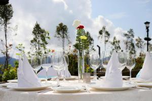 Welcomhotel By ITC Hotels Shimlaにあるレストランまたは飲食店
