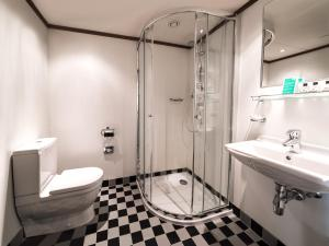 A bathroom at ss Rotterdam Hotel en Restaurants