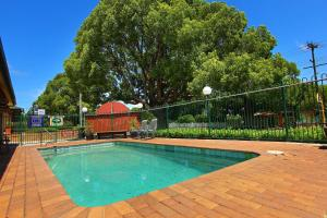 The swimming pool at or near Garden City Motor Inn