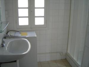 A bathroom at Maison Les Sables-d'Olonne, 4 pièces, 6 personnes - FR-1-92-664
